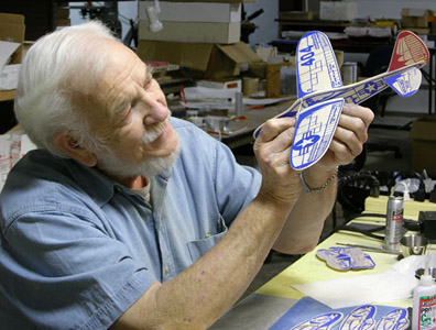 Frank Macy producing a Folding Win 404 Interceptor II in 2007